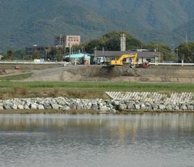 河川の護岸工事写真2